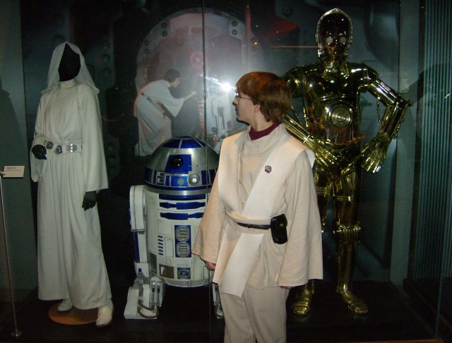 Jedi meets Leia and droids